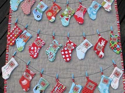 Φτιάχνουμε χριστουγεννιάτικα ημερολόγια, παρέα με τους μικρούς μας ήρωες!