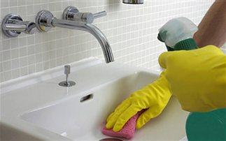 8 λάθη που… βρωμίζουν το μπάνιο μας