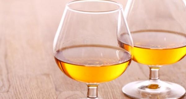 Κονιάκ: ένα φινετσάτο ποτό για… τις κρύες νύχτες