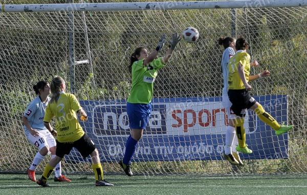 Πανηγυρίζουν την κατάκτηση του πρωταθλήματος οι Αμαζόνες Δράμας που κέρδισαν 0-1 μέσα στην Κρήτη τον Εργoτέλη