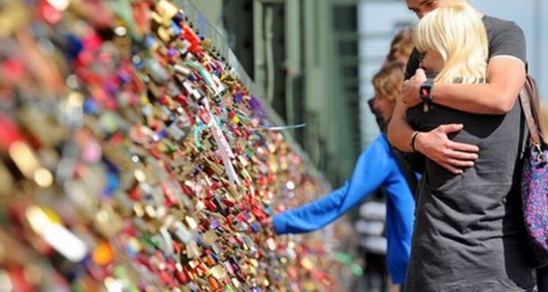 Τα δέκα πιο παράξενα έθιμα αγάπης στον κόσμο