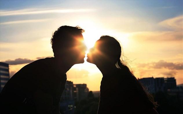 Οι γυναίκες ανταποκρίνονται το ίδιο με τους άνδρες στις σεξουαλικές εικόνες σύμφωνα με νέα έρευνα