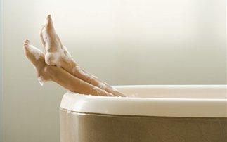 Πώς καις θερμίδες κάνοντας απλώς μπάνιο