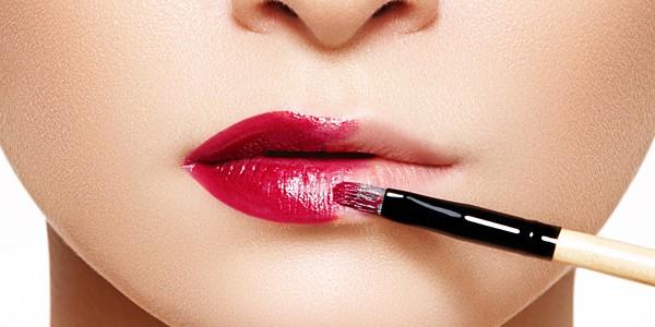 Πώς να βγάλετε το make up από το ρούχο σας