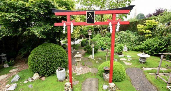 Ένας 75χρονος ξόδεψε 15 χρόνια φτιάχνοντας ένα γιαπωνέζικο κήπο για την αγαπημένη του