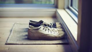 Τα τρία κόλπα για να μη μυρίζουν τα παπούτσια το καλοκαίρι