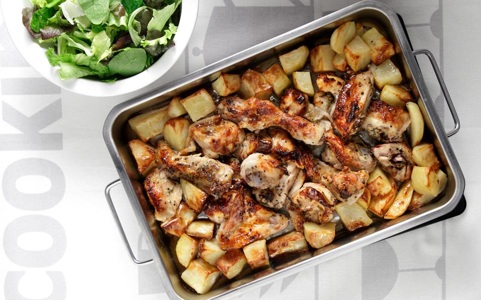 Παϊδάκια κοτόπουλου στο φούρνο με πατάτες
