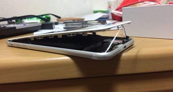 «Σκάνε» τα νέα iPhone και ανοίγουν στα δύο