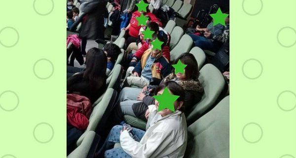 Μετά το εργαστήρι Καραγκιόζη τα παιδιά παρακολούθησαν ζωντανή παράσταση