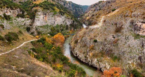 Η μαγευτική δαιδαλώδης πορεία του ποταμού Αγγίτη