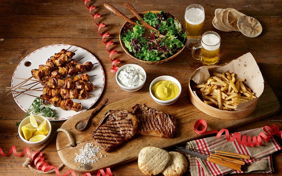 Αποκριάτικο φαγοπότι: Η γιορτή, οι συνταγές και τα ποτά που θα το συνοδεύσουν