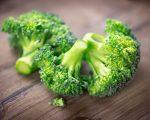 Μπρόκολο: Τα σταυρανθή λαχανικά, όπως το μπρόκολο, τα λαχανάκια Βρυξελλών, το λάχανο και το κουνουπίδι, παρέχουν ουσίες με ισχυρή αντικαρκινική δράση.