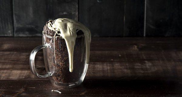Mug cake του Άκη Πετρετζίκη