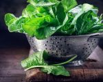 Σπανάκι: Το σπανάκι είναι πλούσιο σε σίδηρο και βιταμίνες του συμπλέγματος Β, συστατικά απαραίτητα για το πάγκρεας.