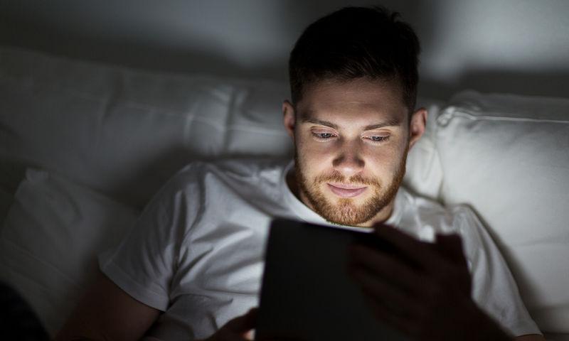 Χρήση tablet το βράδυ: Οι επιπτώσεις στον ύπνο