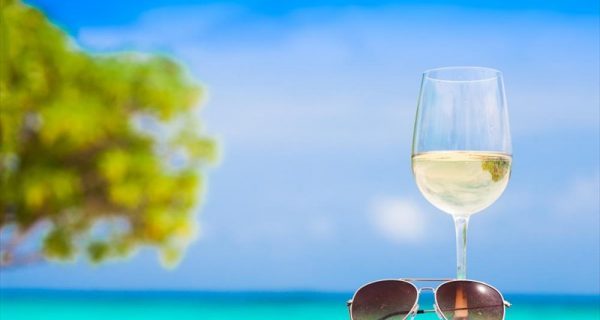 Τέσσερα αλάνθαστα tips για να διαλέξετε το κατάλληλο κρασί του καλοκαιριού