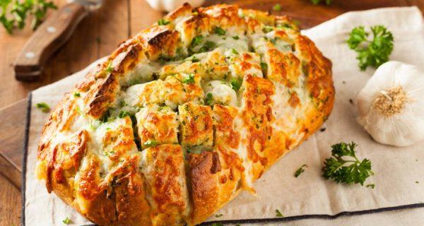 Ψωμί γεμιστό με σκόρδο και τυρί