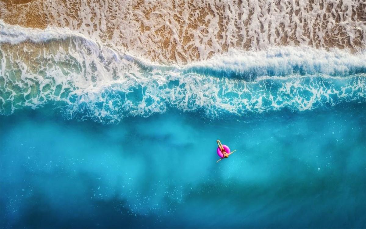 Μια ελληνική παραλία στα πιο «μπλε» σημεία του κόσμου