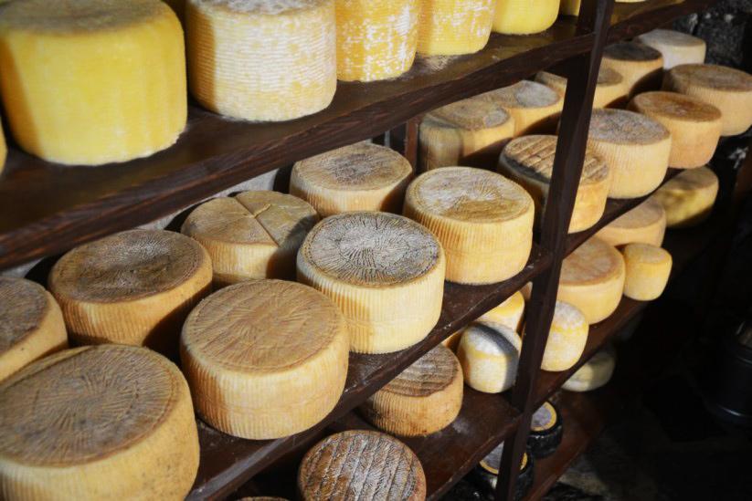 Γιατί η γραβιέρα Νάξου είναι ένα από τα καλύτερα τυριά της Ελλάδας;