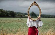 Ο θαμπωμένος καθρέφτης του εαυτού μας