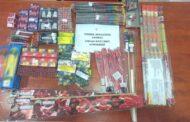 Συνελήφθησαν 2 ημεδαποί κατηγορούμενοι για παράβαση της νομοθεσίας νόμων περί βεγγαλικών, πυροτεχνημάτων, φωτοβολίδων και παιδικών αθυρμάτων και του νόμου περί όπλων