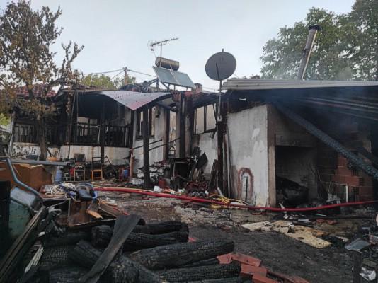 Η Πυροσβεστική Υπηρεσία Δράμας αντιμετώπισε συμβάν πυρκαγιάς σε ισόγεια μονοκατοικία στους Ταξιάρχες Δράμας.